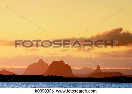 Glasshouse Mountains clipart #8, Download drawings